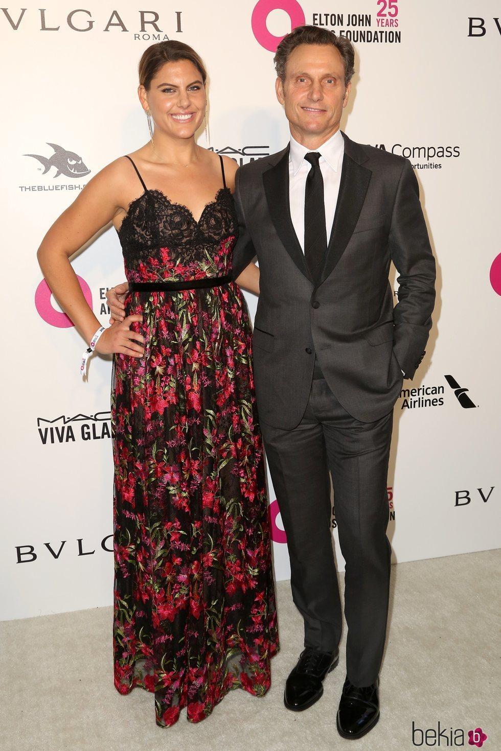 Tony Goldwyn y Anna Musky en la fiesta de la Fundación Elton John tras los Oscar 2018