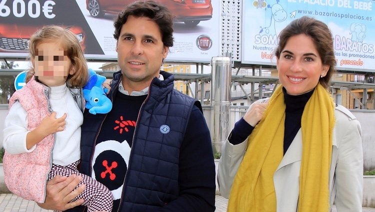 Fran Rivera, Lourdes Montes y su hija Carmen acudiendo al hospital a ver a Eva González