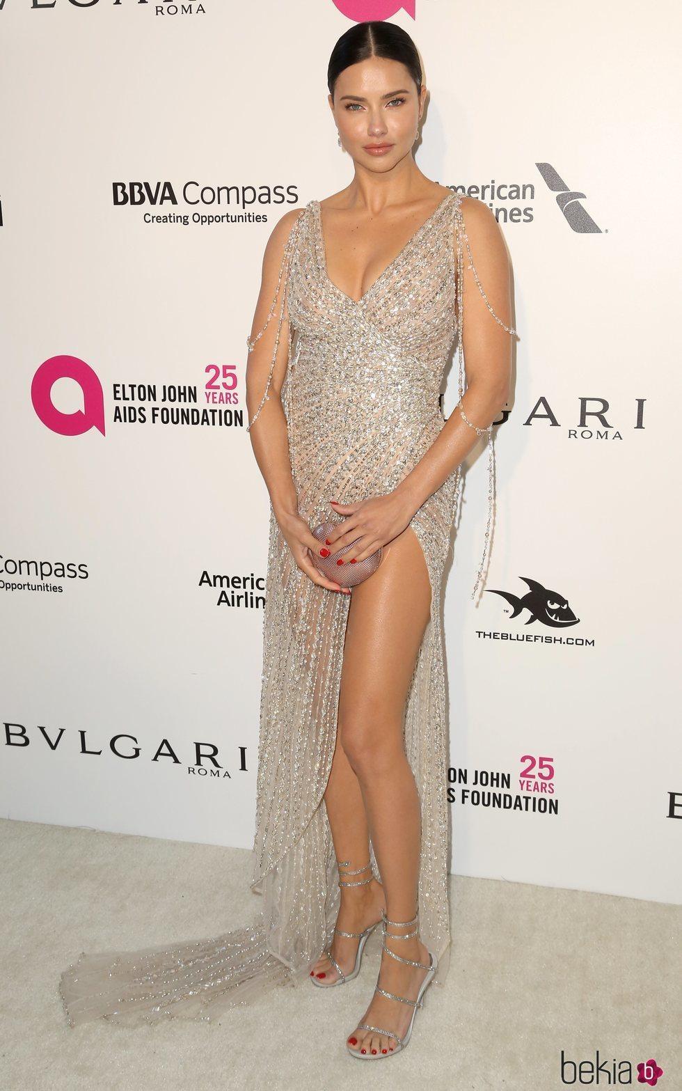 Adriana Lima en la fiesta de la Fundación Elton John tras los Oscar 2018