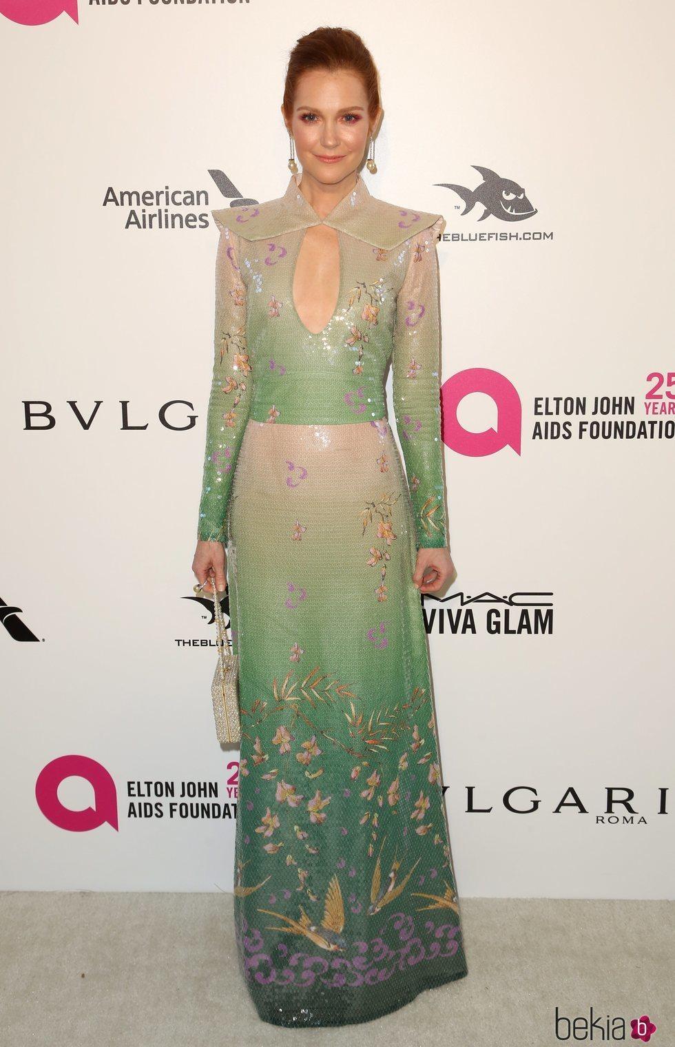 Darby Stanchfield en la fiesta de la Fundación Elton John tras los Oscar 2018