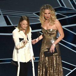 Jodie Foster y Jennifer Lawrence en la Gala de los Oscars 2018