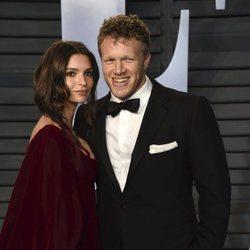 Emily Ratajkowski y Sebastian Bear McClard en la fiesta Vanity Fair tras los Oscar 2018