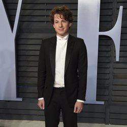 Charlie Puth en la fiesta Vanity Fair tras los Oscar 2018