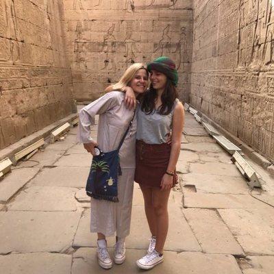 Eugenia Martínez de Irujo con su hija Cayetana Rivera en Egipto