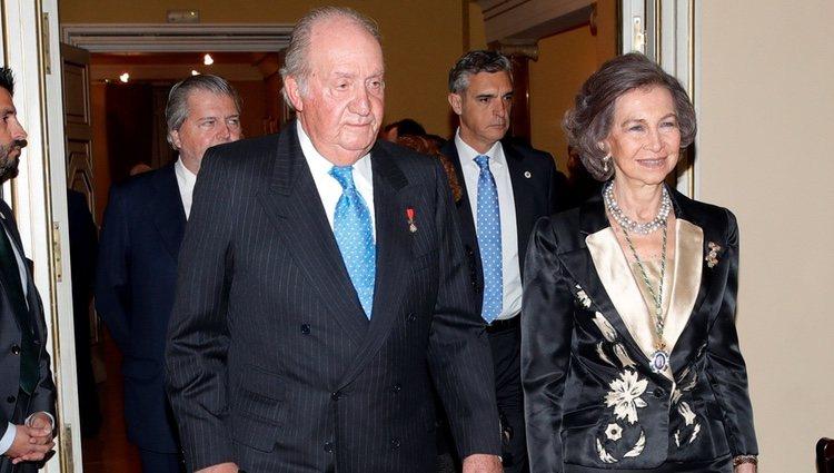 Los Reyes Juan Carlos y Sofía en el acto académico con motivo del 80 aniversario del Rey Juan Carlos