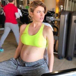 Adriana Abenia en el gimnasio estando embarazada