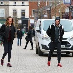 Juan Mata y Evalina Kamph paseando por las calles de Manchester