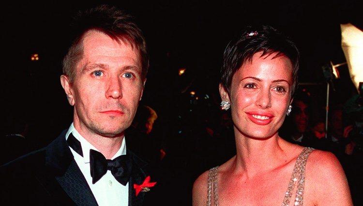 Gary Oldman y su exmujer Donya Fiorentino en 2001
