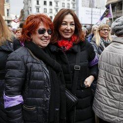 Ana Rosa Quintana y Rosa Villacastín durante la huelga del 8 de marzo por el Día de las Mujeres