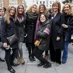 Susanna Griso y demás periodistas en la huelga del 8 de marzo por el Día de las Mujeres