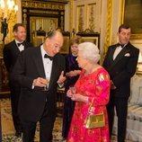 La Reina Isabel charlando con el Aga Khan en Windsor