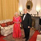 La Reina Isabel y el Aga Khan en Windsor tras una cena