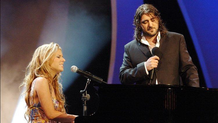 Lucie Silvas y Antonio Orozco cantando juntos