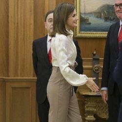 La Reina Letizia en una audiencia en el Palacio de la Zarzuela con una representación de la Comisión de Unicef en España