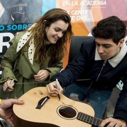 Amaia y Alfred en su primera y única firma de discos juntos en Madrid