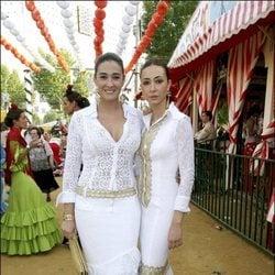 Vicky y Rocío Martín Berrocal en la Feria de Sevilla de 2006