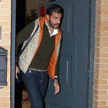 Miguel Torres saliendo del domiclio de una amiga de Paula echevarría