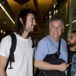 Francisco y Daniel Sampedro en el aeropuerto poniendo rumbo a 'Supervivientes 2018'