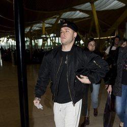 Adrián Rodríguez en el aeropuerto poniendo rumbo a 'Supervivientes 2018'