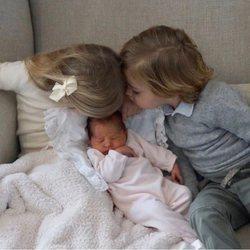 Primera imagen de los tres hijos de Magdalena de Suecia y Chris O'Neill juntos