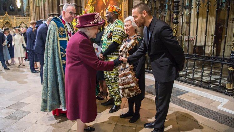 La Reina Isabel saluda a Liam Payne en el Día de la Commonwealth 2018