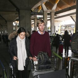 Christian de Hannover y Alessandra de Osma en el aeropuerto de Madrid