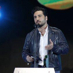 David Bustamante entregando un galardón en los Premios Cadena Dial 2018