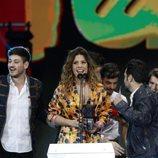 Miriam agradeciendo el premio de 'OT 2017' en los Premios Cadena Dial 2018