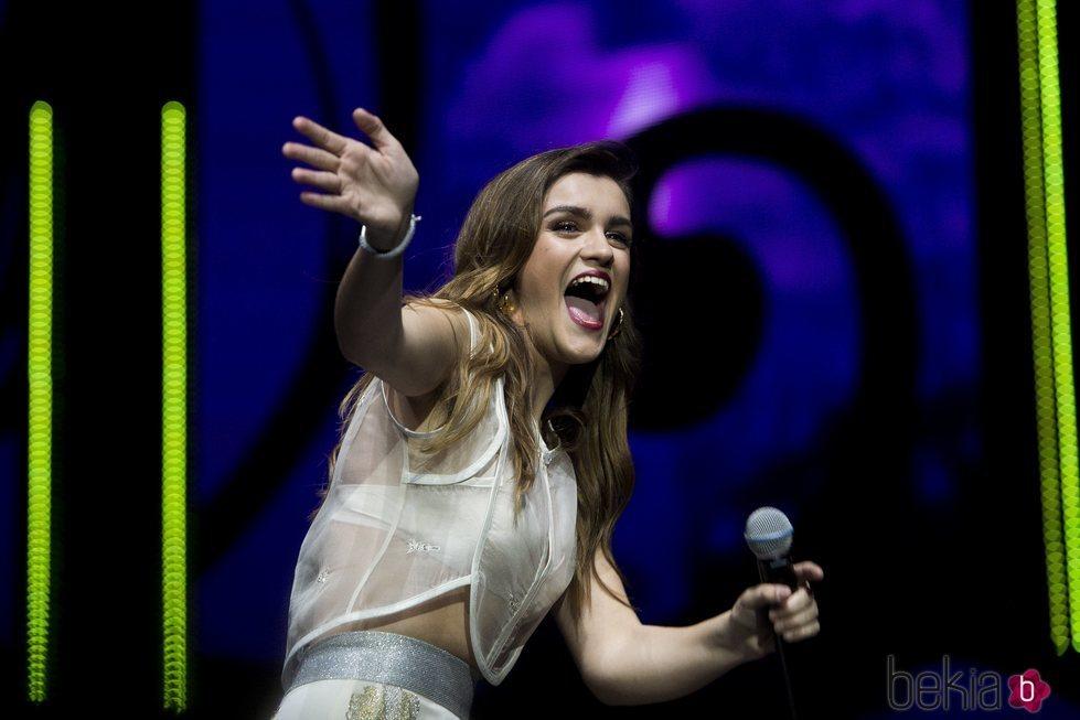Amaia, muy emocionada en el concierto de la gira OT2017 Madrid