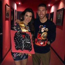 Pilar Rubio y Sergio Ramos con las tartas del 40 cumpleaños de la presentadora