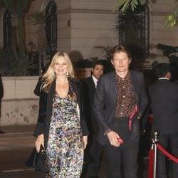 Kate Moss y su novio, Nikolai von Bismarck en el cocktail posterior a la boda de Christian y Sassa de Hannover