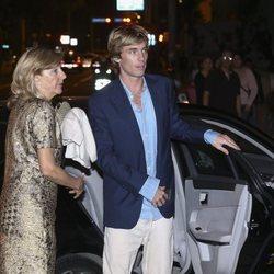 El Príncipe Christian de Hannover llegando junto a su madre Chantal Hochuli al cocktail posterior a su boda