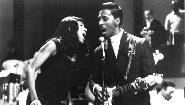 Tina Turner e Iker Turner durante un concierto en 1966