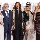 De izda. a dcha. Pilar García, Enrique Cerezo, María Bravo, Anastacia y Pamela Anderson en la fiesta Global Gift de Madrid de 2018
