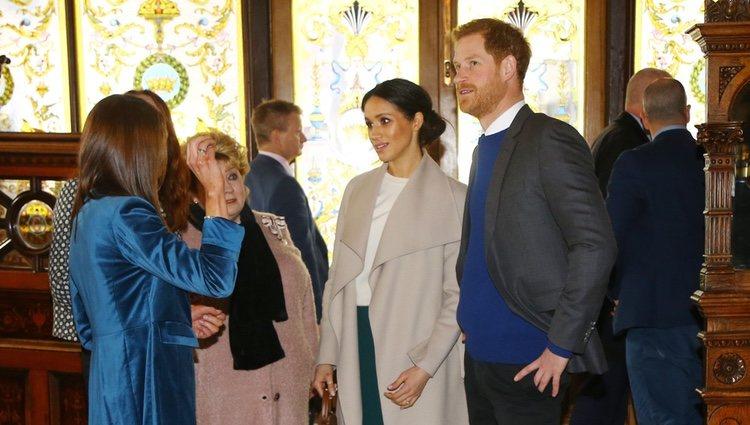 El Príncipe Harry y Meghan Markle visitan un pub irlandés