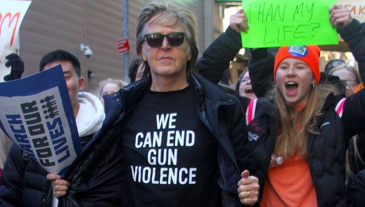 Paul McCartney en la marcha multitudinaria contra las armas en EEUU