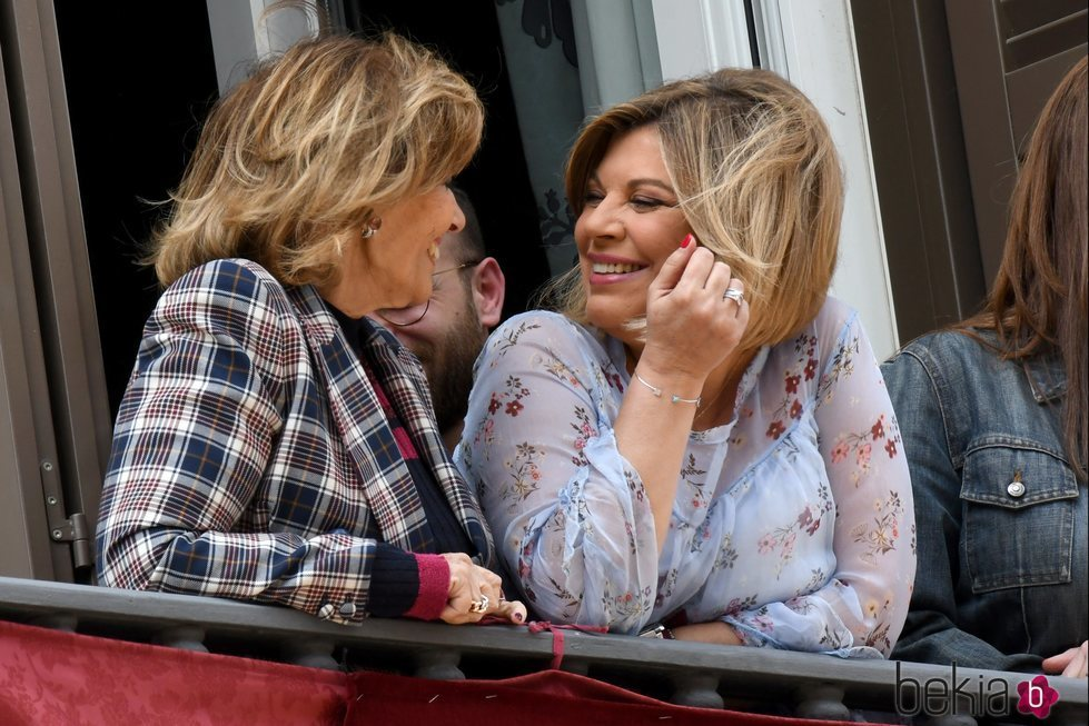 La mirada de complicidad entre María Teresa Campos y Terelu Campos en la Semana Santa de Málaga