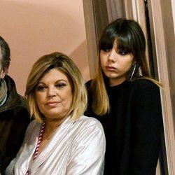 Terelu Campos y su hija Alejandra Rubio en un balcón de Málaga en Semana Santa