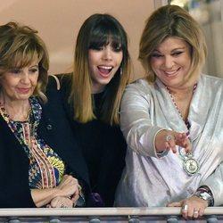 Alejandra Rubio con María Teresa Campos y Terelu Campos en un balcón de Málaga
