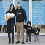 Pilar Rubio y Sergio Ramos presentan a su hijo Alejandro con sus hijos Sergio y Marco