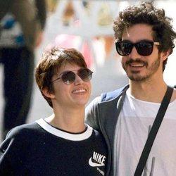 Úrsula Corberó y Chino Darín, muy felices de paseo por Málaga
