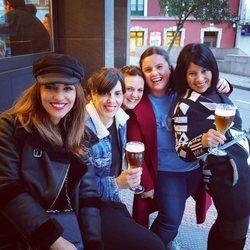 Paula Echevarría tomando algo con sus amigas en Candás