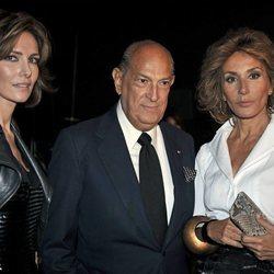 Naty Abascal posando con Óscar de la Renta y Adriana Abascal