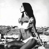 Naty Abascal posando como modelo en su juventud