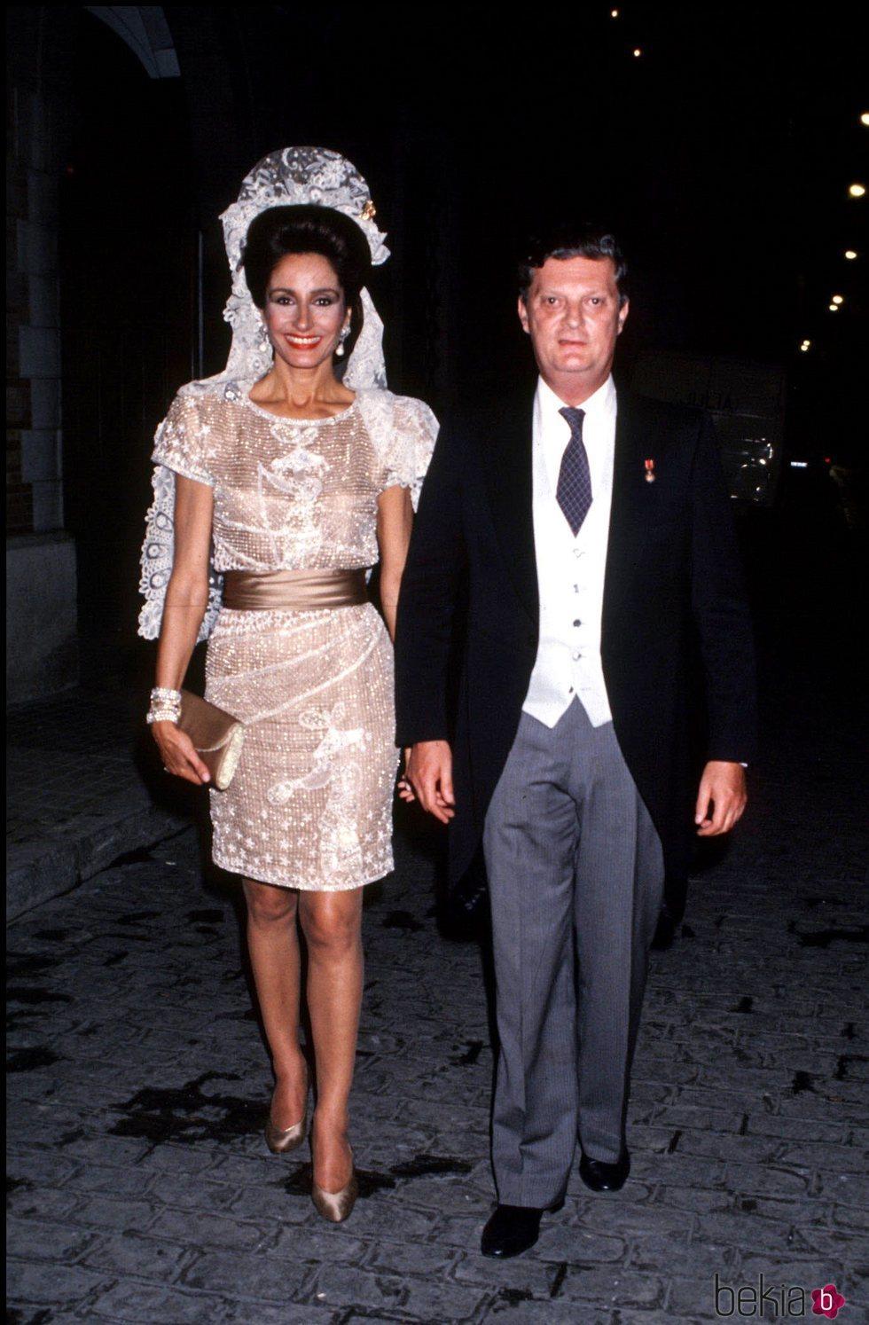Naty Abascal y el Duque de Feria en la boda de Carlos Martínez de Irujo