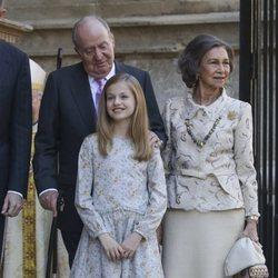 El Rey Juan Carlos y la Reina Sofía junto a la Princesa Leonor en la Misa de Pascua 2018