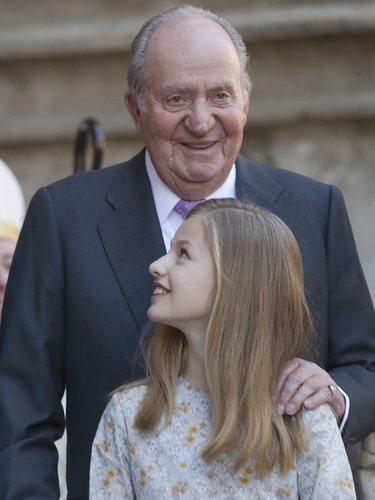 El Rey Juan Carlos, muy cariñoso con la Princesa Leonor en la Misa de Pascua 2018