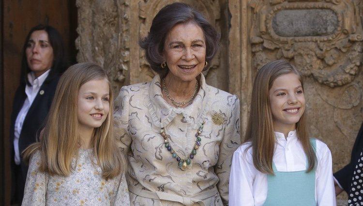 La Reina Sofía con la Princesa Leonor y la Infanta Sofía en la Misa de Pascua 2018