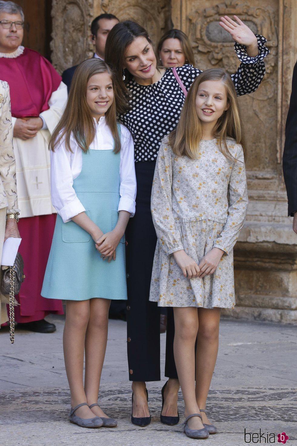 La Reina Letizia, la Princesa Leonor y la Infanta Sofía en la Misa de Pascua 2018