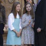 La Princesa Leonor y la Infanta Sofía, muy cómplices en la Misa de Pascua 2018